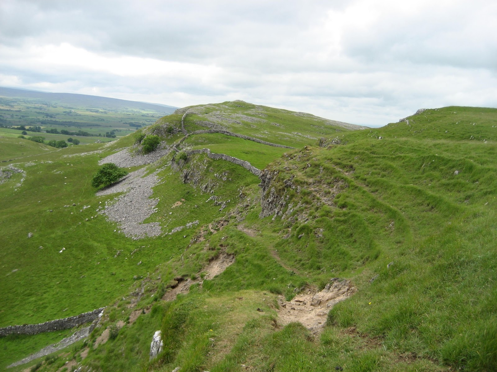 Looking along the line of the Feizor Fault: Great Scar Limestones marking the scarp, with Yoredale Limestones downfaulted to the left. Stephen Oldfield.